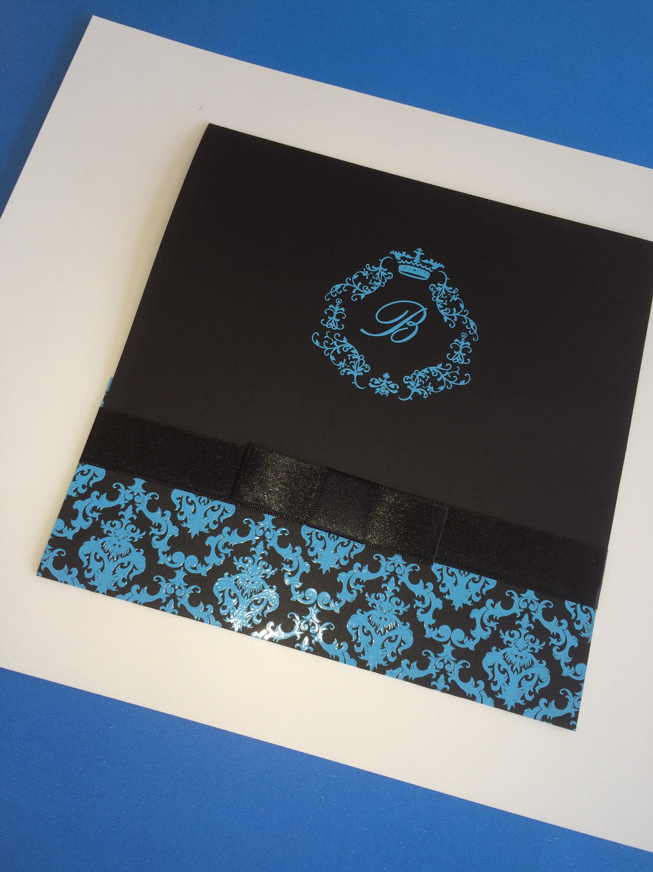 3c401a8145a8a Convite para Debutante, modelo triplo, tamanho 20×20, impressão epóxi e  estampa adamascada.